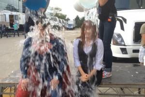 Супермен и Лоис Лэйн приняли участие в ALS Ice Bucket Challenge