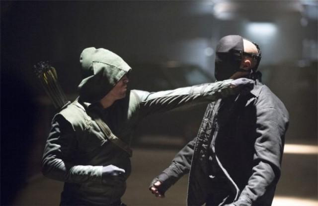 Стивен Амелл сломал нос двоим дублерам на съемках «Стрелы»