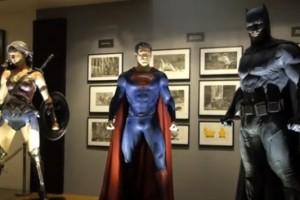 Костюмы и бэтмобиль из фильма «Бэтмена против Супермена»