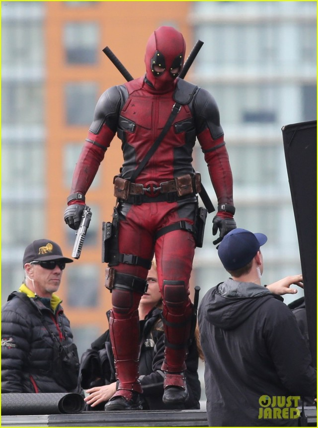 ryan-reynolds-full-deadpool-suit-gets-pictured-on-set-09