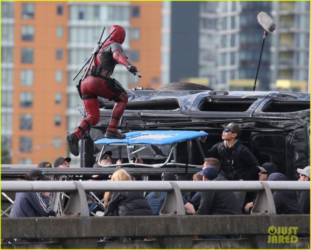 ryan-reynolds-full-deadpool-suit-gets-pictured-on-set-12
