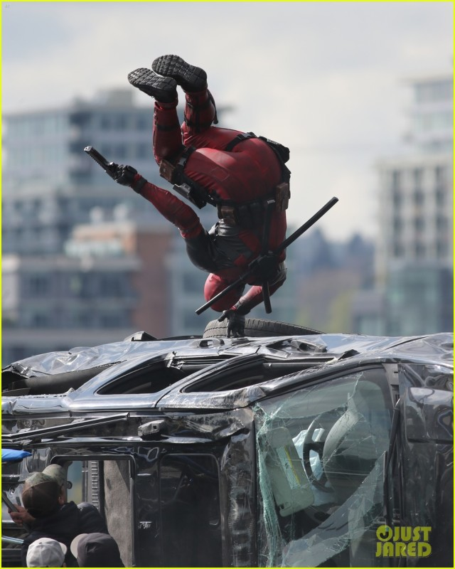 ryan-reynolds-full-deadpool-suit-gets-pictured-on-set-17