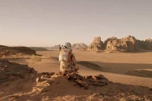 Первые вести с кассовых полей «Марсианина»